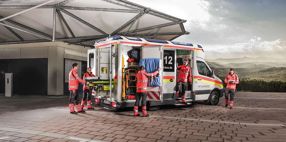 DRK Rettungswagen, Flyer, Rollups, Messebau, Messewand, Design, Gestaltung, Printprodukte, Azubi-Werbung